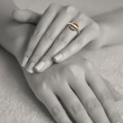Der Original Wunschring am Finger