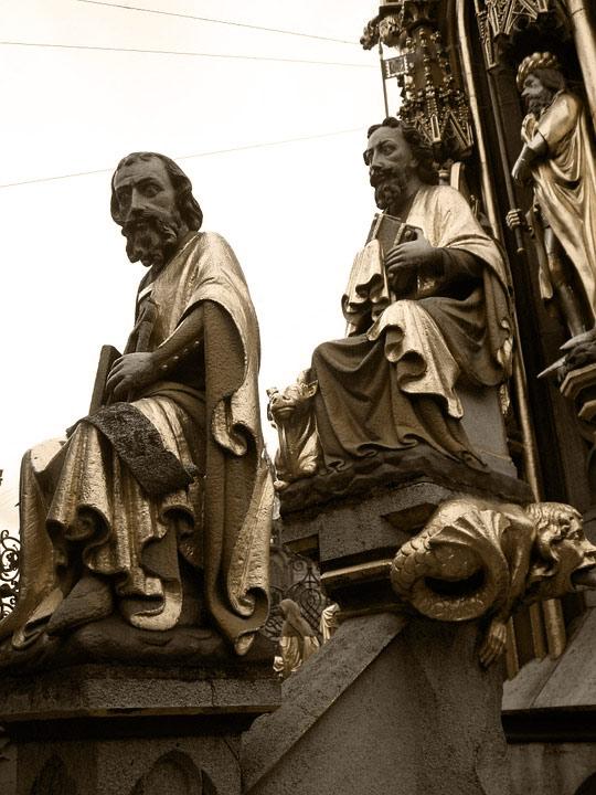 Figuren am Schönen Brunnen